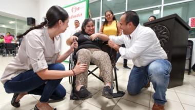 Cumple ayuntamiento de Isla Mujeres con entrega de apoyos a ciudadanía