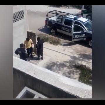 """Captan infraganti a policías de Remberto """"robándole"""" a ciudadano"""