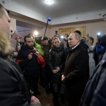 """""""Negligencia criminal"""" en incendio que dejó 64 muertos; culpables serán castigados: Putin"""