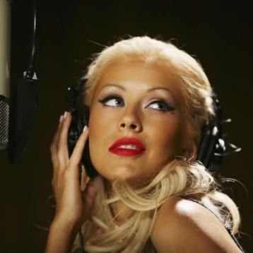 Christina Aguilera protagoniza portada sin maquillaje y es irreconocible