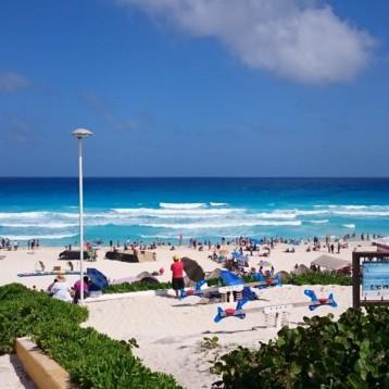 Luchamos por recuperar las playas para los cancunenses: Carlos Joaquín