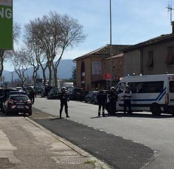Atentado en Francia: Abatido el autor de la toma de rehenes en un supermercado tras matar a tres personas