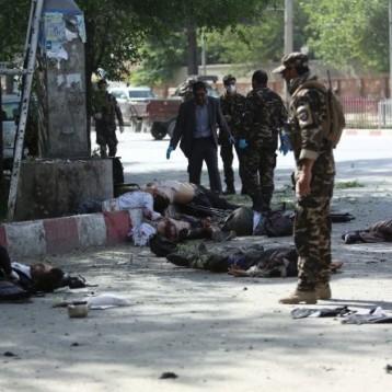 Mueren fotógrafo de la agencia AFP y 8 periodistas en atentado de Kabul
