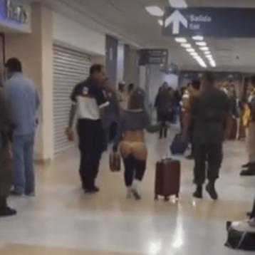 Esto provocó que mujer paseara en tanga por aeropuerto