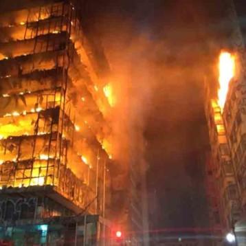 Arde y cae edificio en Brasil; muere uno