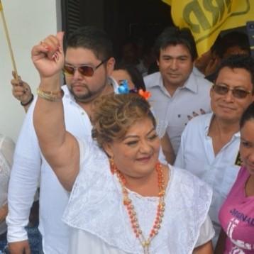 "Candidata de ""Por Quintana Roo al frente"" hace campaña anticipada en Bacalar"