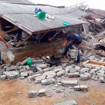 Suman 16 muertos en Indonesia por sismo