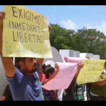 """DENUNCIAN TULUMENSES DETENCIÓN INJUSTA; PROTESTAN EN LA PRESENTACIÓN DEL """"MODELO DE PREVENCIÓN QUINTANAROO"""