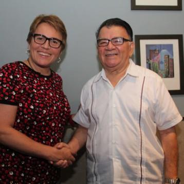Fructífera reunión de Laura Beristain con don  Arturo Abreu Marín
