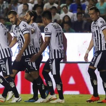 Rayados domó a León, que fue mermado por polémicas arbitrales