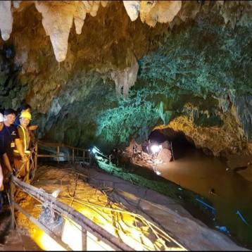 Hallan a niños perdidos en cuevas de Tailandia desde hace nueve días