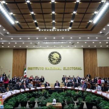 El INE guarda minuto de silencio por candidatos asesinados