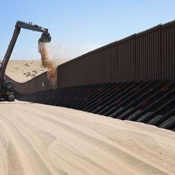 Trump pide acelerar la construcción del muro fronterizo