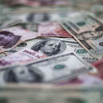 Peso se deprecia hasta las 18.64 unidades tras débil dato del PIB de México