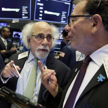 Wall Street cierra con ganancias y el Nasdaq logra nuevo récord