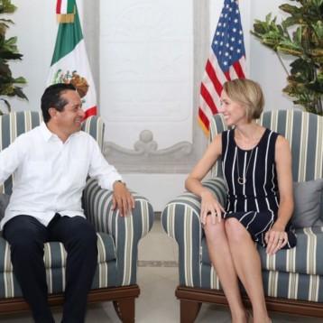 El gobernador Carlos Joaquín sostiene una reunión de trabajo con la nueva Cónsul General de los Estados Unidos en la Península de Yucatán