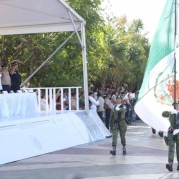 Carlos Joaquín preside el desfile militar con motivo del arribo de la 10ª Brigada de la Policía Militar