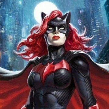 Su primera imagen oficial demuestra que Ruby Rose es la Batwoman perfecta