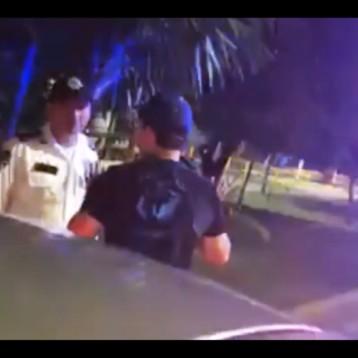 """POLICÍAS CANCUNENSES PRETENDEN """"MORDER"""" A COMEDIANTE"""
