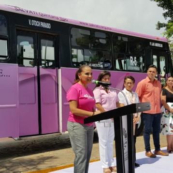 Participa Mara Lezama en primer recorrido de autobuses rosa por lucha contra Cáncer de Mama