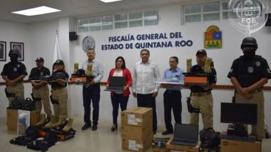 Entrega Fiscal equipo táctico y vehículos a las áreas operativas de la institución